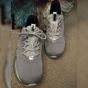 NWOT: Puma HYBRID Women's Sneaker